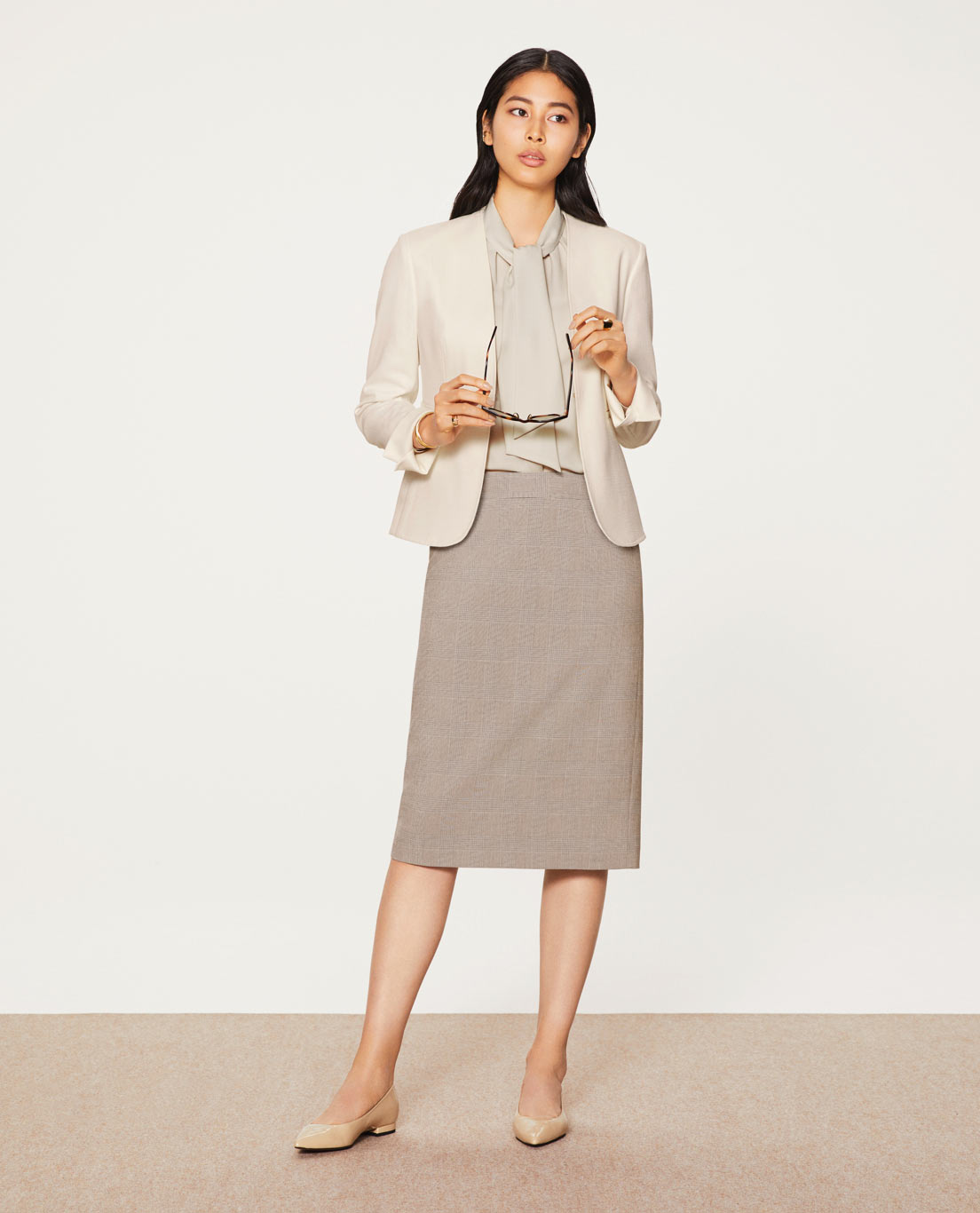 COMFORT NO COLLAR JACKET                      : 5454 / WASHABLE / STRETCH / UV / DRY / COOL / WHITE, TIGHT SKIRT: 5443 / WASHABLE / TR2WAYSTRETCH / BROWNCHECK