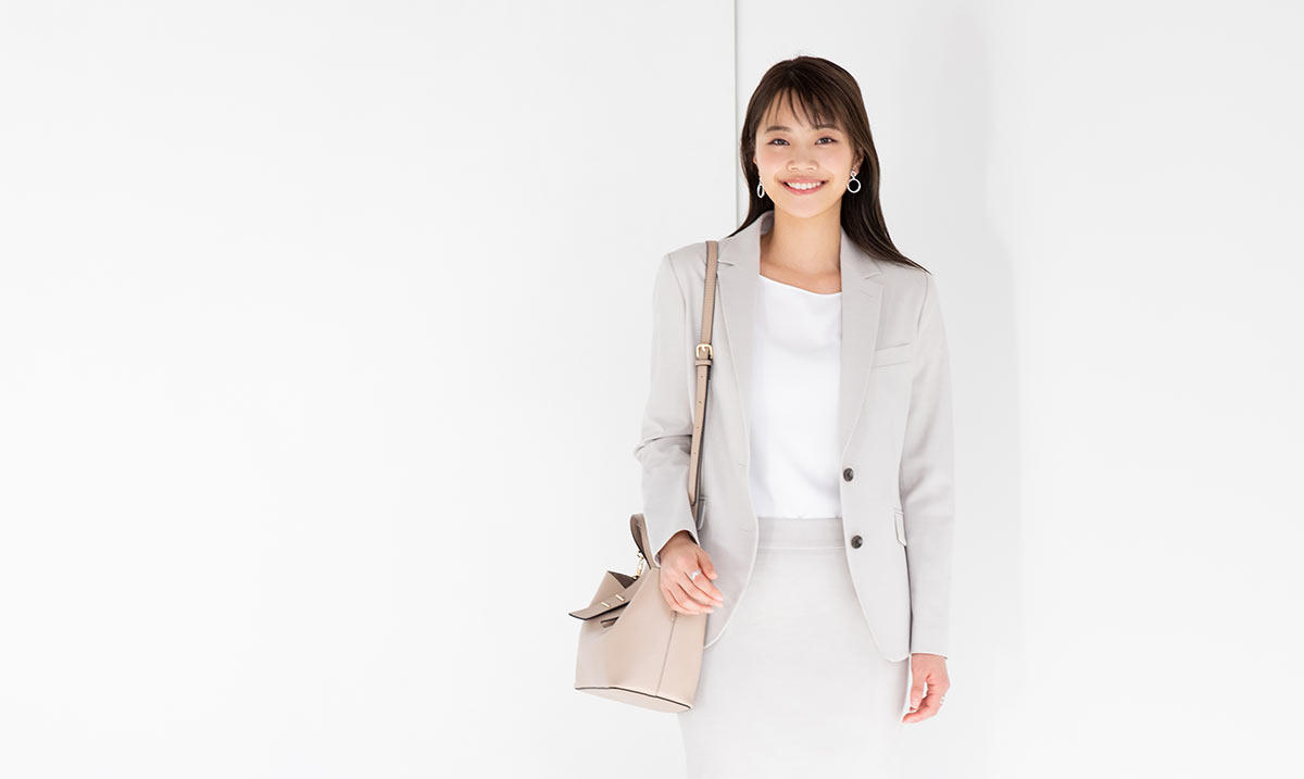 フレッシャーズ女性必見!新社会人のスーツ、おすすめの3着