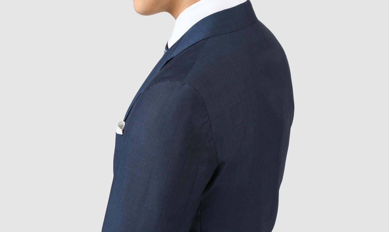 スーツにもっとも大切なのはサイズ感です