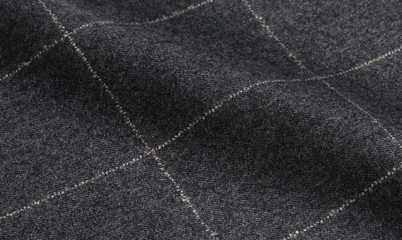 素材の種類と用途を知れば、スーツ選びが楽しくなる