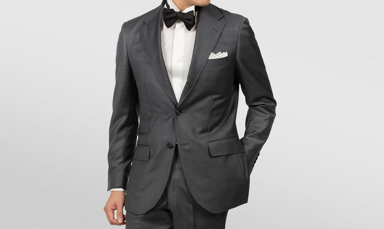 礼装にも着まわしが利くビジネススーツの選び方