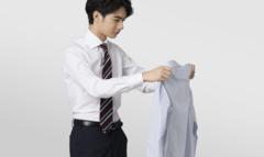 ワイシャツの黄ばみを落とす方法。黄ばみの原因を知ってしっかり対策