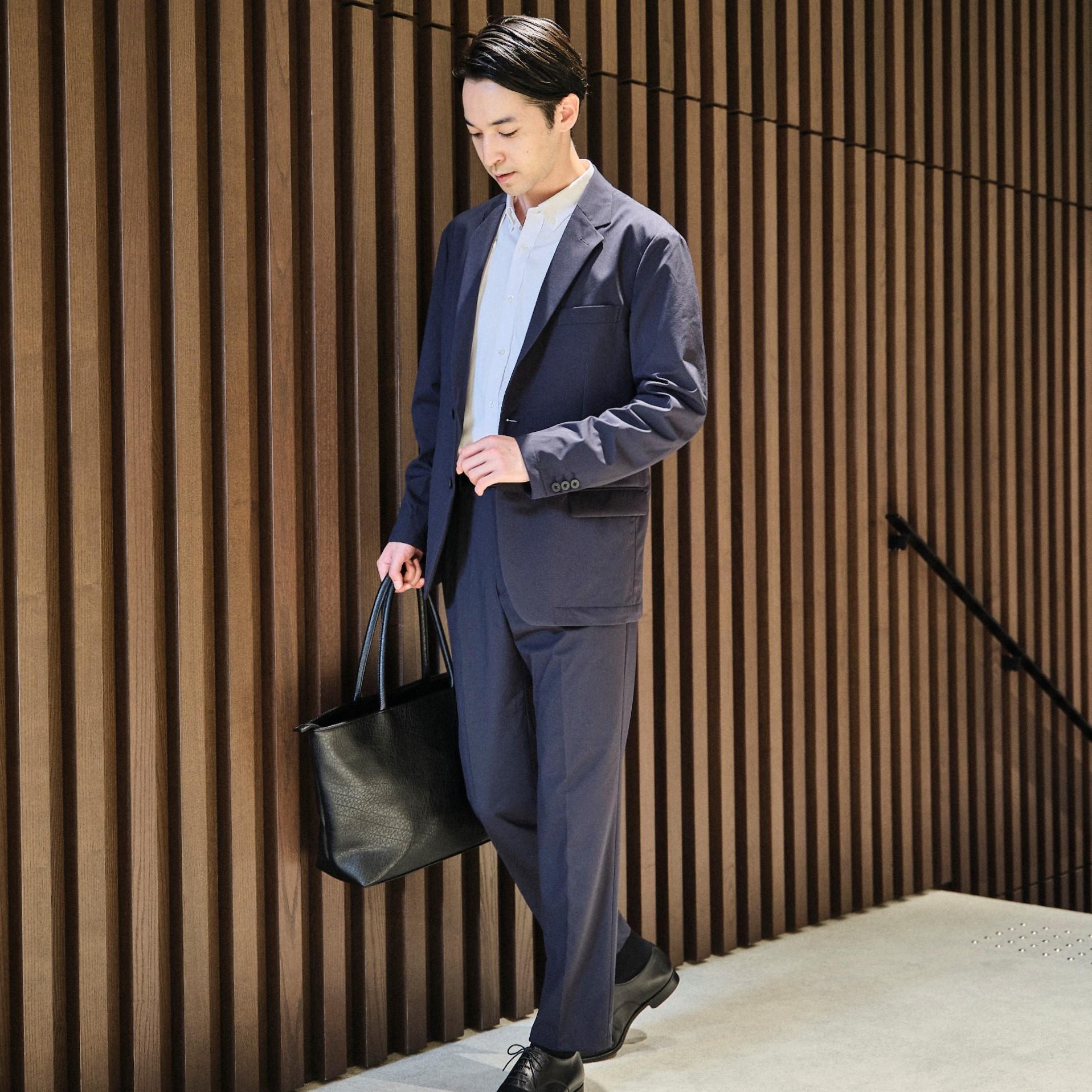カジュアルスーツとビジネススーツの違いは?着こなしポイントを解説