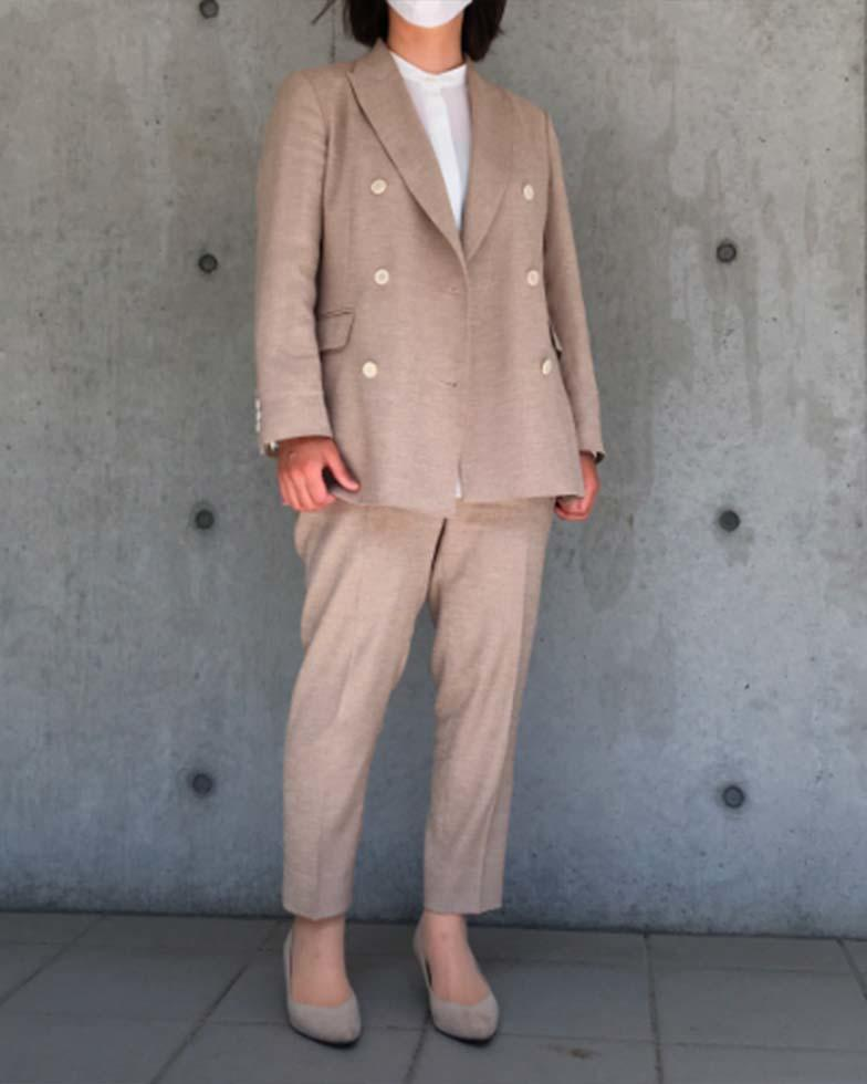 ベージュ×白 ダブルジャケットスーツ